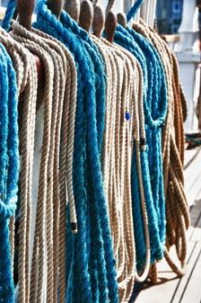 Schick in Blau und Weiß: Der Marine-Look ist auch im Sommer 2011 wieder angesagt