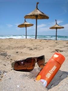 Gefahr Sonnenbrand: Ohne Sonnenschutz sollte auf ein Sonnenbad auf jeden Fall verzichtet werden