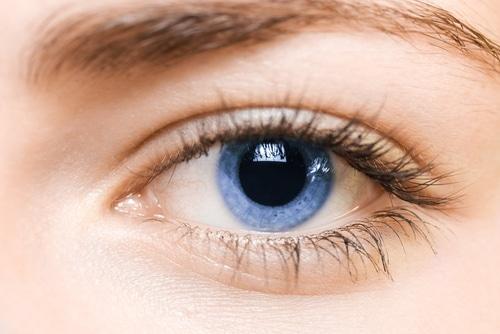 Aus Braun mach Blau: Augenumfärbung mit Laser