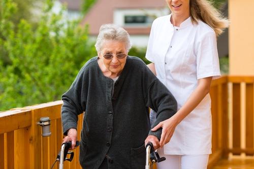 Pflege daheim oder im altersheim