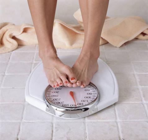 Der krankhafte Kampf gegen das eigene Gewicht kann auch noch oder wieder mit Mitte 40, 50 oder 60 ausbrechen.