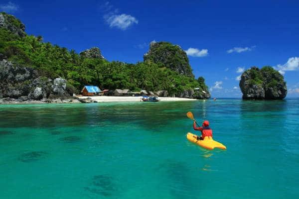 Kajakfahren ist nicht nur sportlich, damit können zahlreiche Inseln in Thailand erkundet werden.