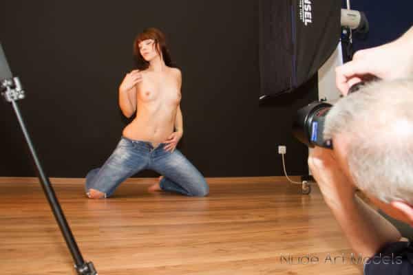 Aktmodell beim Posing