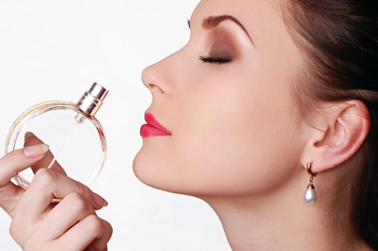 Parfum | © panthermedia.net /Raliada